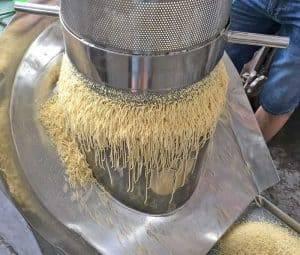 Rotary-Type-Ginger-Tea-Granulator-Process-Show